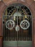 Baranow Sandomierski, porte ed interno di vecchia chiesa immagini stock