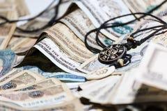 Baratija de Nepal con el dinero de la rupia Foto de archivo libre de regalías