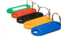 Baratijas plásticas multicoloras en el fondo blanco fotografía de archivo libre de regalías