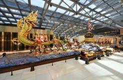 Barattage de la sculpture en océan de lait à l'aéroport Bangkok de Suvanabhumi Photos libres de droits