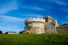 Baratti和Populonia历史的村庄在意大利 免版税库存图片