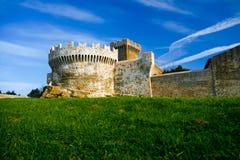 Baratti和Populonia历史的村庄在意大利 免版税库存照片