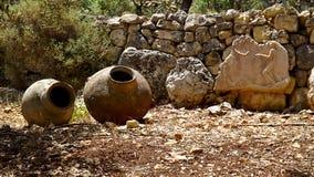 Barattoli antichi nel sito archeologico di Israele Fotografia Stock