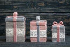 Barattoli ceramici decorativi svegli grigi e rosa fotografia stock libera da diritti