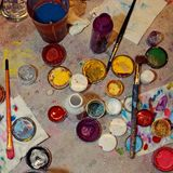 Barattoli con pittura differente per attingere il fronte fotografia stock libera da diritti