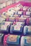 Barattoli del barattolo fatto domestico su una stalla fotografia stock libera da diritti
