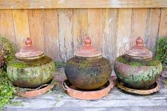 Barattoli del contenitore dell'acqua del tailandese antico Fotografia Stock Libera da Diritti