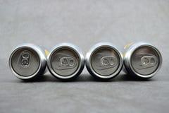 Barattoli del metallo su fondo grigio Immagine Stock