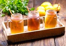 Barattoli del tè di ghiaccio del limone Immagine Stock Libera da Diritti