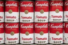 Barattoli di latta della minestra del pomodoro di Campbell fotografia stock libera da diritti