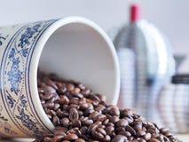 Barattolo bavarese d'annata del caffè dal suo lato Immagini Stock Libere da Diritti