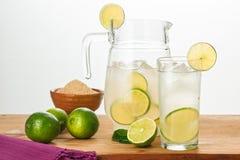 Barattolo con limonata fotografie stock