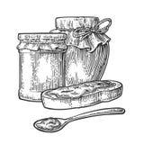 Barattolo, cucchiaio e fetta di pane con inceppamento Immagine Stock
