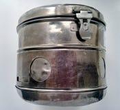Barattolo del metallo per stoccaggio delle medicine Immagini Stock