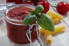 Barattolo del pomodoro della salsa Immagini Stock