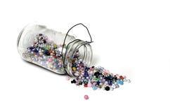 Barattolo delle perle per i gioielli dei mestieri Fotografia Stock