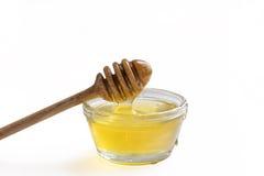 Barattolo di miele su fondo bianco Fotografie Stock Libere da Diritti