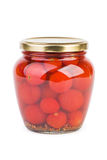 Barattolo di vetro con i pomodori ciliegia marinati Fotografie Stock Libere da Diritti