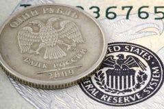 Barattolo di vetro con le note del cento-dollaro Fotografia Stock Libera da Diritti