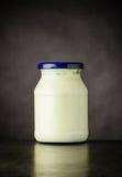 Barattolo di yogurt bianco Fotografie Stock