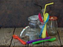 Barattolo e bottiglie vuoti differenti Immagine Stock