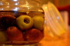 Barattolo in pieno delle olive Immagini Stock Libere da Diritti