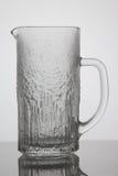 Barattolo vuoto di birra su fondo bianco Fotografia Stock