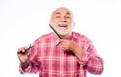 Barba governare Concetto del parrucchiere Strumento bello barbuto senior di uso del nonno dell'uomo che disegna barba Bellezza ma immagini stock