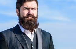 Barba larga del estilo del vintage Cuidado de la barba y del bigote del pelo facial Tendencia de la moda de la barba Invierta en  imagenes de archivo