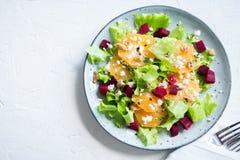 Barbabietola ed insalata delle arance con feta Immagine Stock Libera da Diritti