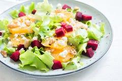 Barbabietola ed insalata delle arance con feta Fotografia Stock