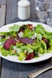 Barbabietole arrostite con l'insalata del formaggio blu Fotografia Stock