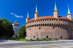 Barbacana y la puerta de StFlorian en Cracovia - Polonia Imágenes de archivo libres de regalías