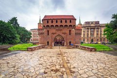 Barbacane de Cracovie en Pologne Photographie stock libre de droits