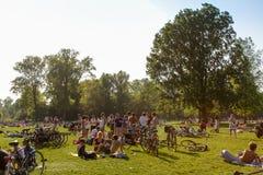 Barbacoa en la Amsterdam Vondelpark Imagen de archivo libre de regalías