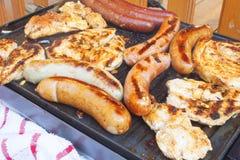 Barbacoa en la parrilla eléctrica Partido del verano, vista detallada de asado a la parrilla Foto de archivo libre de regalías
