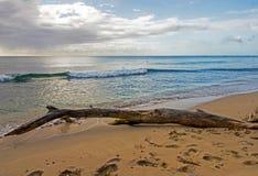 Barbados seglar utmed kusten nordväst visa det lugna blåa vattnet av det karibiska havet Arkivfoto