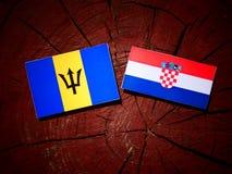 Barbados sjunker med den kroatiska flaggan på en trädstubbe Arkivfoton