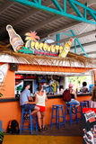 Barbados - Terminal stångkokosnötter för kryssning royaltyfri foto