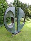 Barbara Hepworth Sculpture nos jardins na Universidade de Cambridge fotografia de stock