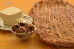 Barbari-Brot, mit Käse und Walnüssen lizenzfreie stockbilder