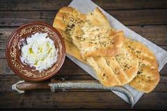 Barbari of Perzisch brood en gespannen yoghurt Royalty-vrije Stock Afbeelding