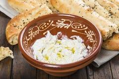 Barbari of Perzisch brood en gespannen yoghurt Royalty-vrije Stock Fotografie