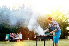 Barbecue in aard royalty-vrije stock afbeelding