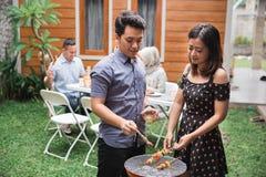 Barbecue asiatique de gril d'amis Photos libres de droits