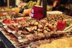 Barbecue au marché en plein air Images stock