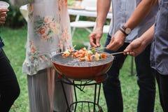 Barbecue avec satay Photographie stock libre de droits