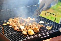 barbecue che cucina la patata della griglia Immagini Stock Libere da Diritti