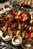 Barbecue con carne cotta fotografia stock libera da diritti