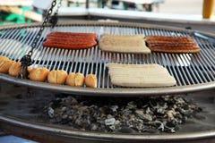 Barbecue con le salsiccie Immagine Stock